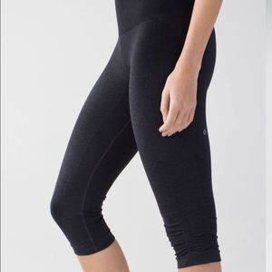 Lululemon | In The Flow Crop in Heather Deep Coal